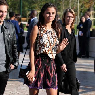 Selena Gomez Urged To Lock Doors By Cops