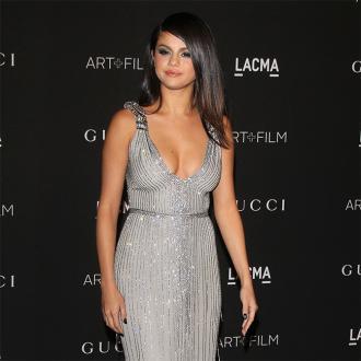 Selena Gomez  Loves Her Curves