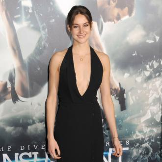 Shailene Woodley uses beetroot as lipstick