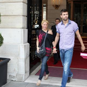 Shakira's Son Is 'Dark-haired And Weighs 6lbs'