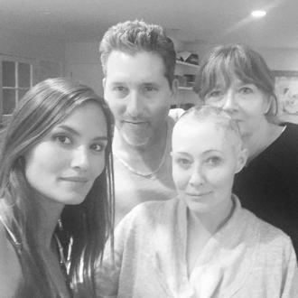 Shannen Doherty completely shaves off her hair in breast cancer battle