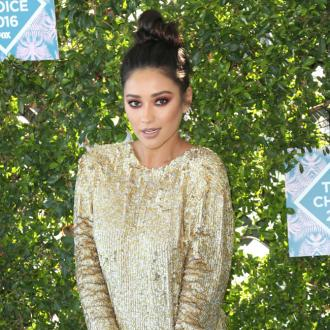 Shay Mitchell's music-inspired makeup