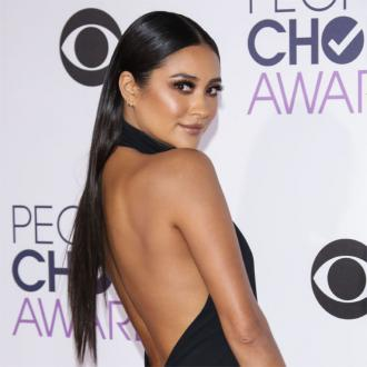 Shay Mitchell wearing diapers during pregnancy