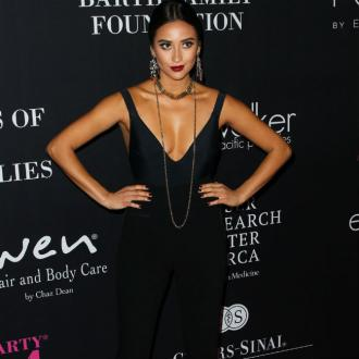 Shay Mitchell's Boyfriend Bans Childbirth Drugs