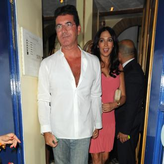 Simon Cowell's Girlfriend Tries To Ease Tension