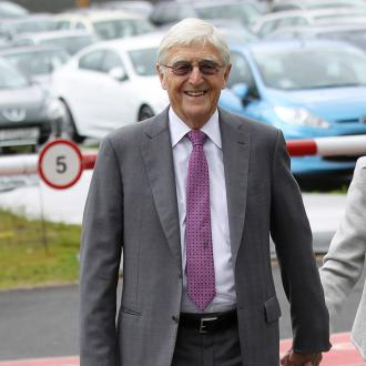 Michael Parkinson apologised to Billy Connolly over health comments