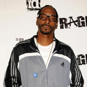 Snoop Dogg Soaked At Pre-super Bowl Match