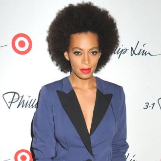 Solange Knowles Wears Mask In Public