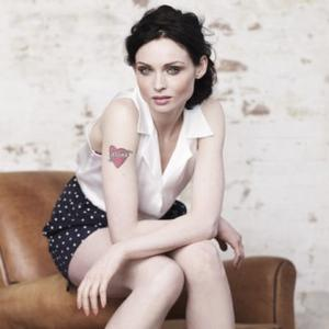 Sophie Ellis Bextor Makes A Scene In London