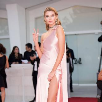 Stella Maxwell Retains Control Of Relationship