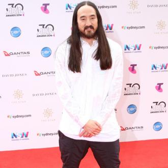 Steve Aoki plays Linkin Park songs to help mourn Chester