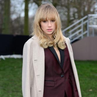 Suki Waterhouse Looks Like A 'Tramp' At Home