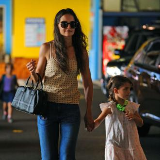 Suri Cruise's Cast Has Love Note From Mother