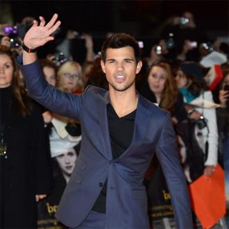 Taylor Lautner Cautious In Relationships