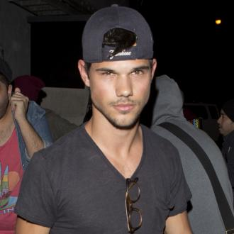 Taylor Lautner Rescues Co-star