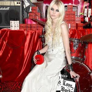 Taylor Momsen Scared Of Web
