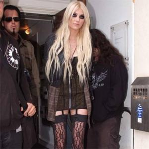 Taylor Momsen Happy To Have Few Friends
