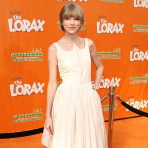 Olivia Newton-john: Taylor Swift Should Be Sandy In Grease Remake