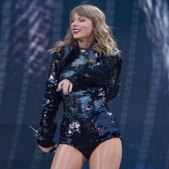 Taylor Swift styles out stage malfunction