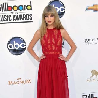 Taylor Swift Talks To Herself To Calm Stage Fright