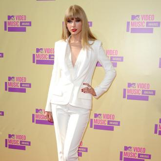 Taylor Swift Worries About Drunk Dialling Gwyneth Paltrow