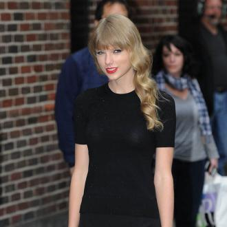 Taylor Swift Jets To UK For 'Showdown' Talks With Harry Styles