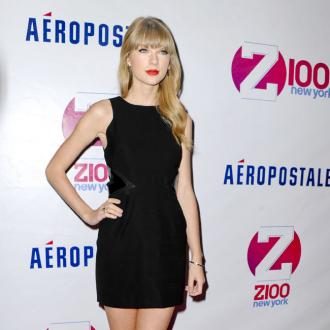 Taylor Swift: Red Lipstick Makes Me Feel 'Fancy'