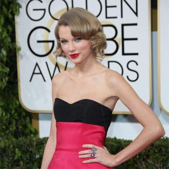 Taylor Swift Looks 'Worse' Without Red Lipstick