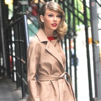 Taylor Swift Throws Party For Fans