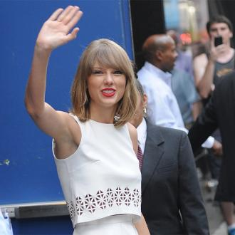 Taylor Swift Sends Hand-picked Christmas Gifts To Fans