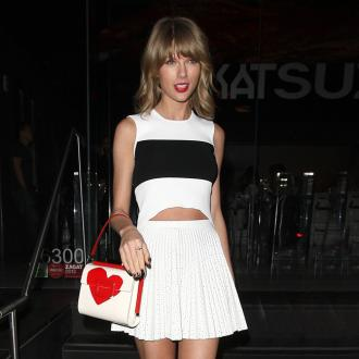 Taylor Swift Pays Tribute To Calvin Harris Before Gig