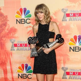 Billboard Music Awards 2015: Taylor Swift Sweeps The Board