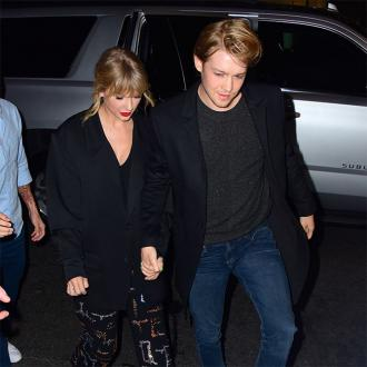 Taylor Swift celebrates Thanksgiving with Joe Alwyn