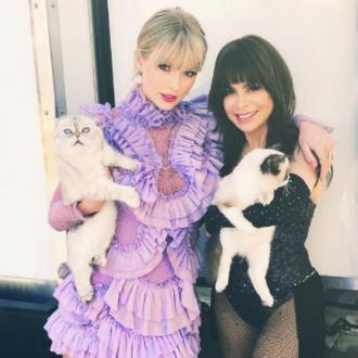 Paula Abdul braves cat allergy for Taylor Swift photo