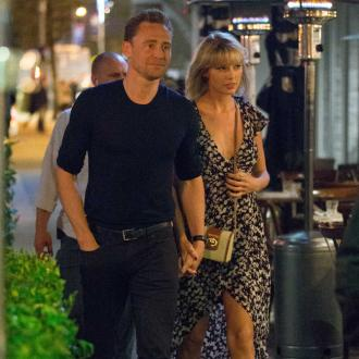 Taylor Swift flies Tom Hiddleston on her private jet