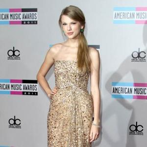 Taylor Swift Reigns Supreme At Amas
