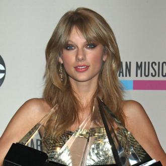 Taylor Swift, Justin Timberlake Win Big At American Music Awards