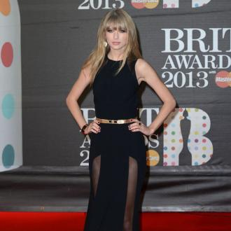 Taylor Swift Avoids Eye Contact With Harry Styles