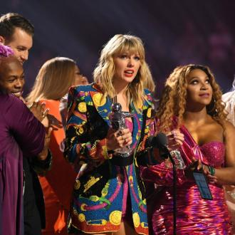 Taylor Swift Calls For Equality Act Signatures During Mtv Vmas Speech