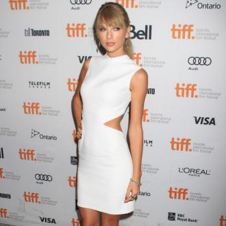Taylor Swift Flirts With Brenton Thwaites