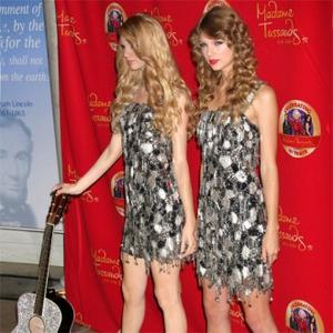 Taylor Swift Waxes Lyrical About Model