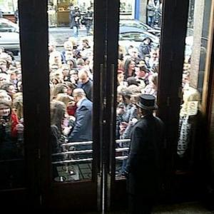 Justin Bieber Trapped By Fans In Liverpool