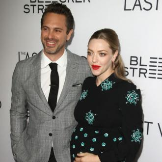 Amanda Seyfried and Thomas Sadoski elope