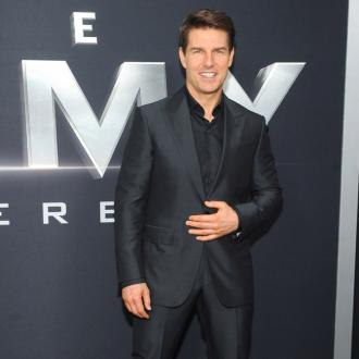 Tom Cruise Dares James Corden To Skydive