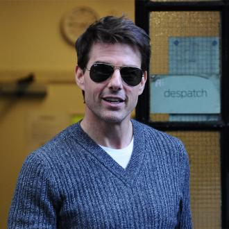 Tom Cruise Stays In Chracter