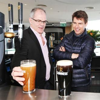 Tom Cruise Becomes Bar Tender