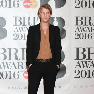Tom Odell has no mirrors