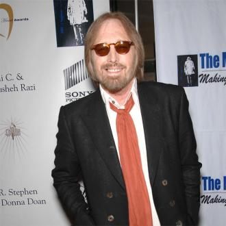 Tom Petty 'Clinging To Life'