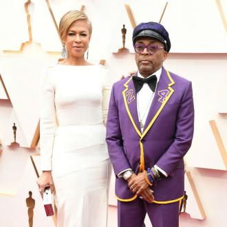 Spike Lee wears a custom suit in tribute to Kobe Bryant