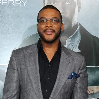 Tyler Perry helps stranded couple